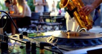 Une fête avec de la musique